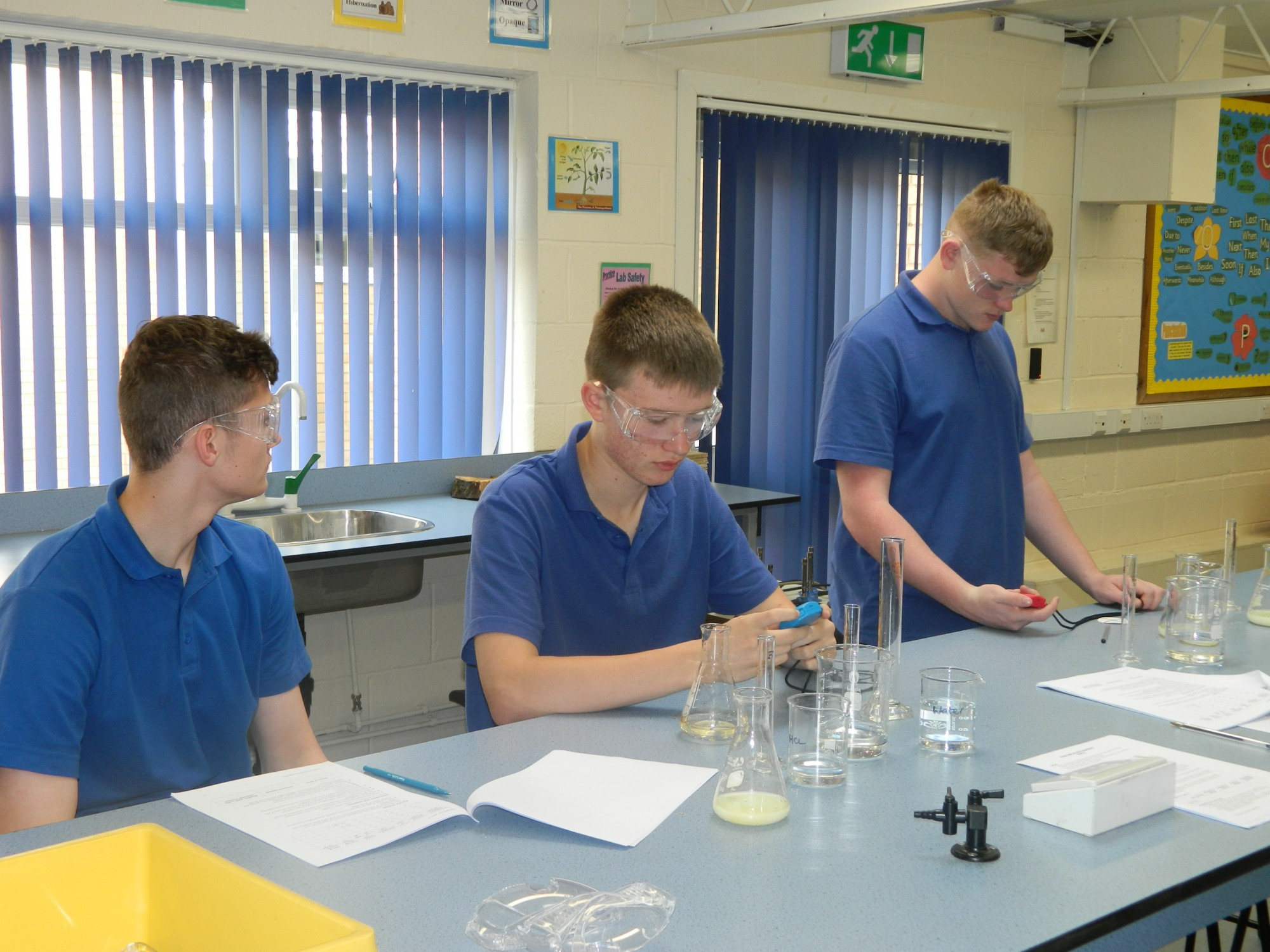What happens when you mix Sodium Thiosulphate and Hydrochloric Acid?